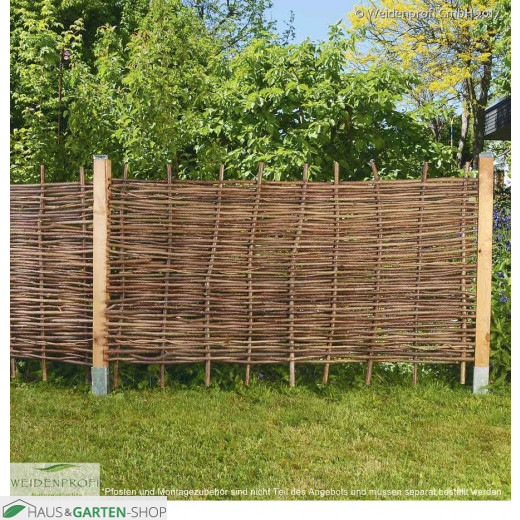 Haselnuss Flechtzaun Bauerngarten - Befestigung mit Holzpfosten
