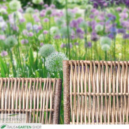 Beeteinfassung Robinie Flechtzaun Beetrand im Garten