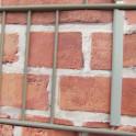 Befestigung am Gittermattenzaun mit Klemmschienen