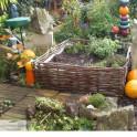 Haselnusszaun Beeteinfassungen - Gartenaufteilung