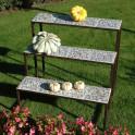 Blumentreppe Etagere mit Keramik Platten - im Garten