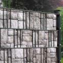 Sichtschutzzaun mit Granitmauer Motiv