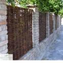 Weidenzaun Standard Rustikal mit Ziegelmauer
