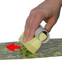 M-tec UV-Protect Flüssiglaminat mit dem Schwamm auf die PVC Striefen auftragen