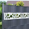 stilvoller Sichtschutz aus Hart-PVC mit Lochmuster
