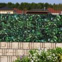 Zaunanlage mit Sichtschutzstreifen Kirschlorbeer - kombiniert mit Sandsteinmauer