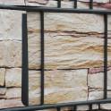 Befestigung des PVC Sichtschutzes Sandstein Tessin mit Klemmen