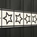 Verspielte Sternenillustration im Zaun